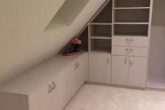 Ankleide-unter-Dachschräge-1